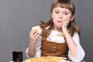 Малыш икает после еды